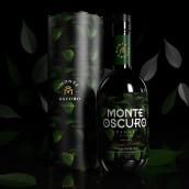 Monte Oscuro . Un proyecto de Ilustración, Br, ing e Identidad, Diseño gráfico, Packaging y Diseño de producto de William Ibañez Ararat - 25.09.2020