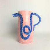 Ceramic pitcher. Um projeto de Design, Ilustração e Cerâmica de Pepa Espinoza - 02.11.2020