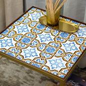 Tiled tables . Un projet de Fabrication de meubles, Peinture, Décoration d'intérieur , et Céramique de Gazete Azulejos - 30.11.2020