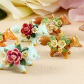 Tiny Floral Fox Necklaces in Polymer Clay. Un progetto di Belle arti, Design di gioielli , e Scultura di Marisa Clemente - 02.12.2020