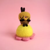 Bee resting on flower. A Character Design, Crafts, Fine Art, Sculpture, Art To, and s project by droolwool - 01.20.2021