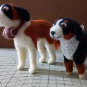 Bernard and Bernese: Needle Felting Animal Creation course. Un proyecto de Diseño de personajes, Artesanía, Diseño de juguetes, Animación de personajes y Art to de Edson Mito - 20.03.2021