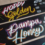Lettering para carteles cerveceros. Un proyecto de Ilustración, Br, ing e Identidad, Lettering, Diseño de carteles, H y lettering de Emilia Emme - 11.04.2021