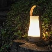 Lámpara Buddy - Luminaria portátil artesanal. Un proyecto de Diseño, Artesanía, Diseño de muebles, Diseño industrial, Diseño de iluminación y Diseño de producto de VO Estudi - 03.10.2020