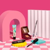 Benefit Cosmetics. Un progetto di Animazione, Fotografia pubblicitaria , e Fotografia di Weekend Creative - 28.01.2021