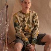 Tie Dye Sweater. Un projet de Design , Mode, St, lisme, Couture , et Teinture textile de Peter Wasp - 18.05.2021