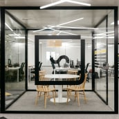Oficina Syntonize. A Design, Architecture, Interior Design, Decoration, and Commercial Interior Design project by Mikamoka studio - 07.01.2021