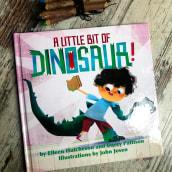 A little bit of Dinosaur!. Un proyecto de Ilustración, Diseño de personajes, Diseño editorial e Ilustración digital de John Joven - 28.05.2020