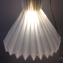Lámpara de Origami: Lámpiluz. A Installations, 3D, Crafts, Interior Architecture, Lighting Design, and Product Design project by Selma Malhadas - 10.19.2017