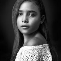 Mi Proyecto del curso: Fotografía de estudio: la Iluminación como recurso creativo. A Photograph, Portrait photograph, and Photographic Lighting project by Israel Valladares - 05.05.2018