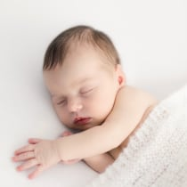 Mi Proyecto del curso: Introducción a la fotografía newborn. Un proyecto de Fotografía, Fotografía de retrato, Fotografía de estudio y Fotografía digital de Carla Castellanos Barra - 02.12.2019