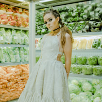 De compras . A Fotoretuschierung, Modefotografie, Porträtfotografie und Artistische Fotografie project by Jonathan Vega - 06.08.2019