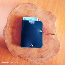 Mi Proyecto del curso: Diseño de accesorios en cuero sin costuras / PORTA TARJETA / Prueba número 01. Un proyecto de Diseño de Mauricio Cobos - 25.08.2020