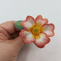 My project in Stumpwork Embroidery: Create 3D Ornaments  course. Un proyecto de Diseño de jo, as, Bordado e Ilustración textil de Nichola McCrea - 14.05.2021