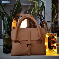 Mi Proyecto del curso: Creación de bolsos de cuero artesanales para principiantes. Um projeto de Design, Design de acessórios, Artesanato, Moda e Costura de María Gabriela Chicas Osorio - 26.05.2021