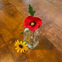 Stumpwork Poppy. Un proyecto de Diseño de jo, as, Bordado e Ilustración textil de Cindy Russell - 20.06.2021