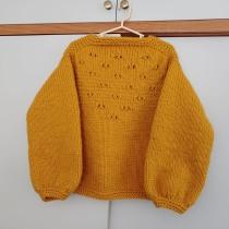 My project in Introduction to Knitting with Circular Needles course. Un proyecto de Diseño de complementos, Moda, Bordado y Tejido de Veronica Corvera - 04.08.2021