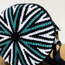 My project in Circular Tapestry: Design Patterns and Accessories course. Un progetto di Design di accessori, Moda, Design Pattern, Tessuto, DIY , e Uncinetto di monia_rumbell - 05.09.2021