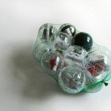 La más bella Cada uno a su bola. Un proyecto de Diseño, Ilustración, Publicidad y Fotografía de Alejandro Mazuelas Kamiruaga - 21.09.2011