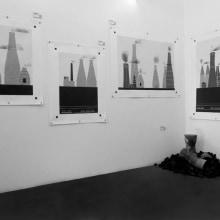 """""""Expo"""" ALGO SE CUECE (EN) La Habitación blanca. Un proyecto de Ilustración, Instalaciones y Fotografía de Alejandro Mazuelas Kamiruaga - 26.02.2013"""
