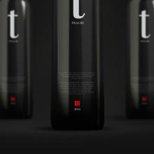 TRAUBE WINE. Un proyecto de Diseño, Publicidad, Fotografía, Dirección de arte, Br, ing e Identidad, Packaging, Diseño de producto y Tipografía de Jaqueline Vanek - 04.06.2015