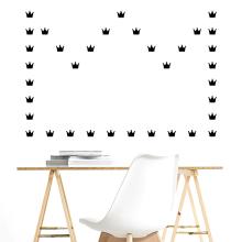 Vinilos decorativos: Gatos, Huesos y Coronas.. Um projeto de Design, Design gráfico, Design de interiores e Design de produtos de Raquel Catalan - 04.06.2015