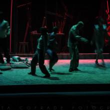 Perros en Danza (diseño de escenografía, iluminación y fotos). Un proyecto de Diseño, Fotografía, Diseño de iluminación y Escenografía de Marta Cofrade - 18.06.2015