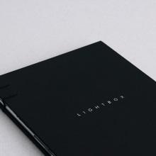 Lightbox the Book. Um projeto de Instalações, Fotografia, Design editorial e Design gráfico de Joan García Pons - 29.06.2015