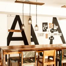 Burbar & Lucciano's. Um projeto de Ilustração, Arquitetura, Direção de arte, Design gráfico, Arquitetura de interiores, Design de interiores, Pintura, Tipografia e Escrita de Panco Sassano - 13.02.2014