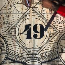 Vault 49 NY, mesa de conferencias. . Un proyecto de Ilustración, Serigrafía y Tipografía de Abraham García - 13.02.2017
