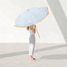 OMBA Urban Beach Parasols. Un proyecto de Dirección de arte, Br, ing e Identidad y Moda de María García - 02.03.2017
