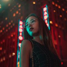 Lost in the city of lights. Un progetto di Pubblicità, Fotografia, Direzione artistica, Lighting Design , e Ritocco fotografico di Mikeila Borgia - 16.09.2017