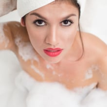 Bubble Bath Session. Ph Ariadna Salzman. Un proyecto de Fotografía de retrato de Ariadna Salzman - 27.05.2018