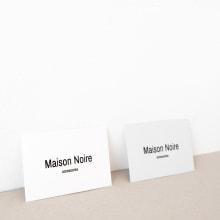 Maison Noire accessories. Um projeto de Ilustração, Design de acessórios, Direção de arte, Br, ing e Identidade, Moda, Design gráfico e Design de moda de Laura Inat - 27.08.2018