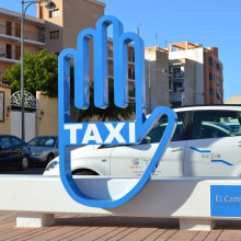 Parada de taxi - Tram El Campello. A Design, Architecture, Art Direction, Design Management, Graphic Design, Street Art, Production, Signage Design, and Creativit project by Araceli Ruiz - 08.01.2014