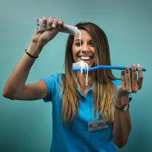 Clínica Dental AG. Um projeto de Direção de arte, Design gráfico e Web design de Buri ® - 25.09.2018