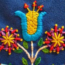 Proyecto Personal: Re-diseño Mantel Bordado de Flores . Um projeto de Design, Ilustração, Artesanato, Design gráfico, Pattern Design, Criatividade, Desenho, Design de moda, Bordado e Costura de Claudia Silva - 07.02.2019