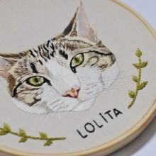 Retrato bordado de Lolita. Um projeto de Bordado de Valentina Castillo - 17.07.2019