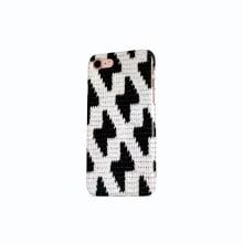 Pattern design. Mobile phone. Un progetto di Illustrazione, Direzione artistica, Artigianato, Design Pattern, Cucito , e Uncinetto di Poetryarn - 19.09.2019