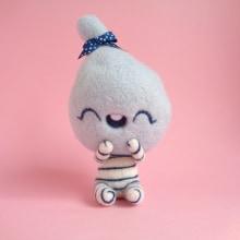 Ceecee, cotton candy girl - Blue Raspberry. Un proyecto de Diseño de personajes, Artesanía, Bellas Artes, Escultura y Art to de droolwool - 06.02.2020