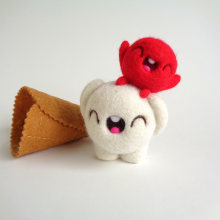 Scoopsie Cream with Cherry on top. Un proyecto de Diseño de personajes, Artesanía, Bellas Artes, Escultura y Art to de droolwool - 07.02.2020
