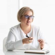 Sara Reales. Um projeto de Direção de arte, Design gráfico e Web design de Buri ® - 18.03.2020
