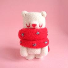 Marshmallow Bear. Un proyecto de Diseño de personajes, Artesanía, Bellas Artes, Escultura y Art to de droolwool - 24.04.2020