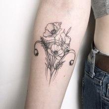 Poppy Uterus Power . Un projet de Conception de tatouage de Vitória Vilela - 27.04.2020