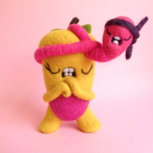 Pommie and Worm are ready to rumble!. Un proyecto de Diseño de personajes, Artesanía, Bellas Artes, Escultura y Art to de droolwool - 25.05.2020