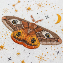 Our magical friend - The Emperor Moth. A Stickerei project by Emillie Ferris - 14.08.2019