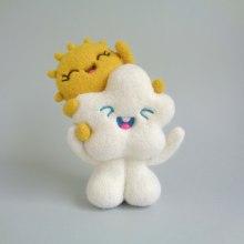 Sunie and Cloudie piggy ride. Un proyecto de Diseño de personajes, Artesanía, Bellas Artes, Escultura y Art to de droolwool - 03.09.2020