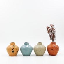 Vases · Jarrones y floreros. Un proyecto de Artesanía, Diseño de producto y Cerámica de Flo Corretti (Tarareo) - 12.09.2019