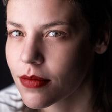 Retrato Nina. Un proyecto de Postproducción, Fotografía de retrato y Fotografía de estudio de Nina Bruno - 17.11.2020