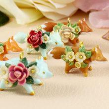 Tiny Floral Fox Necklaces in Polymer Clay. Un proyecto de Bellas Artes, Diseño de jo, as y Escultura de Marisa Clemente - 02.12.2020